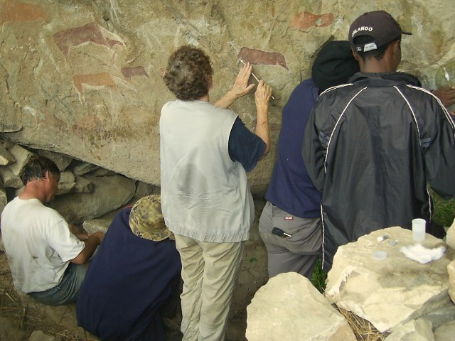 Rock art graffiti removal